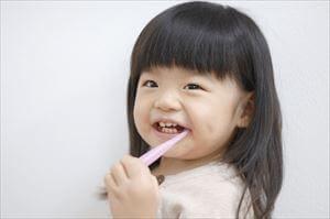 子供が歯ブラシを噛む時の対処法