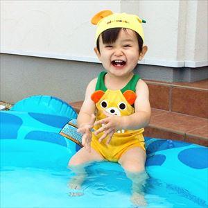 赤ちゃんのプールデビュー
