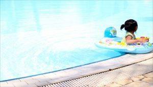 赤ちゃんをプールに入れる際の注意点