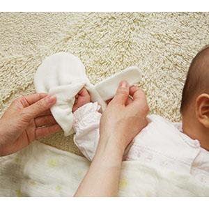 赤ちゃんにミトンが必要な理由