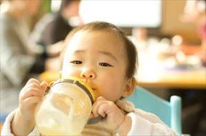 赤ちゃんのストローマグ