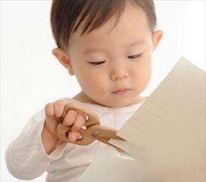 子供用はさみの練習