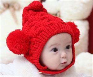 子供の耳当て付きニット帽子