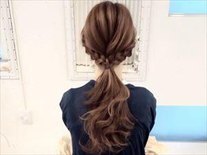 髪型は三つ編み
